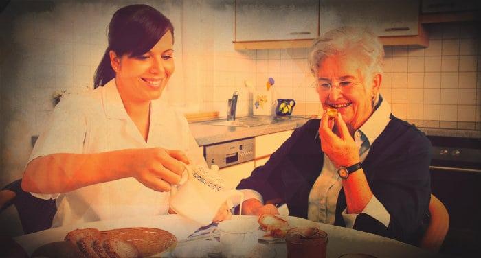 Claves para elegir a la mejor cuidadora de ancianos